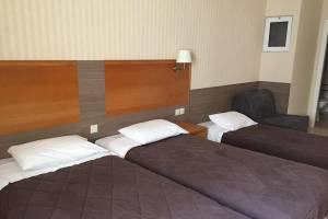 Standard Triple, Hotel Ostria: Kalamata beach hotels Messinia accommodation Peloponnese
